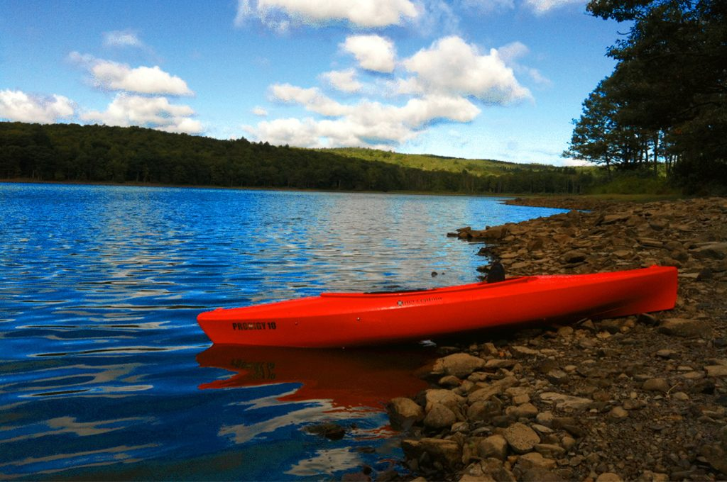 Lake with Kayak 1024x764 bright